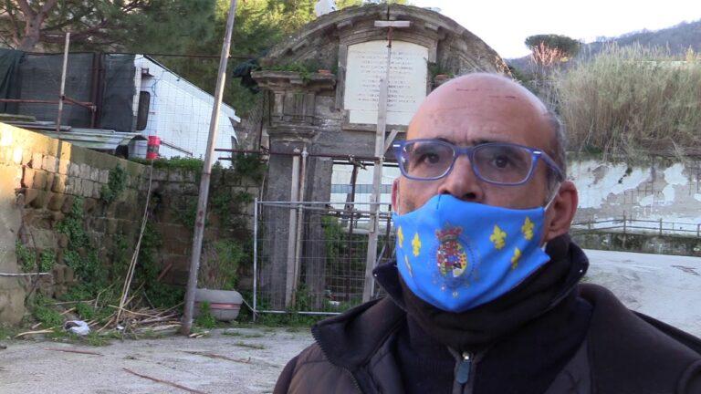 """ARCO BORBONICO ABBANDONATO E PERICOLANTE NEL PIO MONTE DELLA MISERICORDIA, L'ASSOCIAZIONE CULTURALE """"REGNO DELLE DUE SICILIE"""" NE CHIEDE IL RESTAURO E LO SPOSTAMENTO IN UN LUOGO PIU' CENTRALE DI CASAMICCIOLA"""